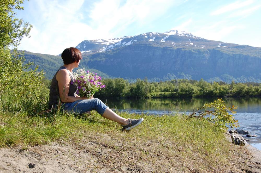 Kvinne med blomst