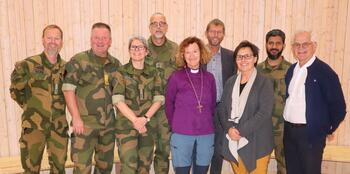 Forsvarets Tros- og livssynskorps i lag med Oslo biskop på besøk på Viken senter